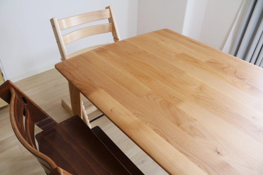 テーブルの木目